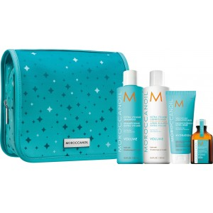Moroccanoil Twinkle Volume Set Extra Volume Shampoo των 250ml, μια κρέμα μαλλιών Extra Volume Conditioner των 250ml, μια ενυδατική μάσκα μαλλιών Weightless Hydrating Mask των 75ml και μια θεραπεία μαλλιών Moroccanoil Treatment Light των 25ml.